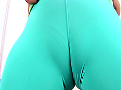 Puffy CAMELTOE Big ASS Teen In Tight Spandex Working Out