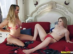 Blindfolded Brett Rossi and Britney Light take turns shagging one alms-man