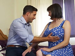 Mature busty natural mom fucks strong schoolboy