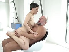 Short haired dear big-busted Yasmeena provides grey pervert with BJ