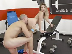 Hardcore workout in the gym with a young hottie